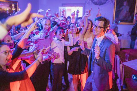 Der große Maiball, veranstaltet von der Tanzschule Gutmann, zeigt wie wichtig den Freiburger*innen die Kulturszene ist. Die Tanzschule ist einer der größten in Europa und übt mit unzähligen Tanzfreunden für die schönsten Partys. Der Besuch war mir eine große Freude!