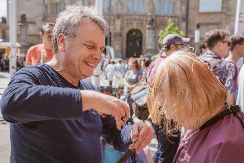 Danke Berthold Krieger für die wunderbare Stadt-Spitzen-schneiden Aktion auf dem Platz der alten Synagoge.