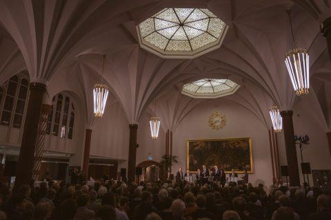 Podiumsdiskussion bei den Wirtschaftsjunioren in der Sparkasse Freiburg