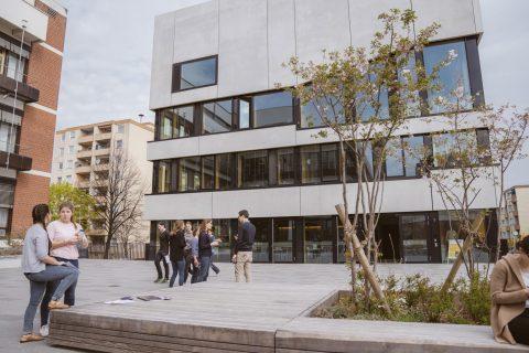 Auf dem Campus der Evangelischen Hochschule kam Martin Horn mit den Studierenden ins Gespräch.