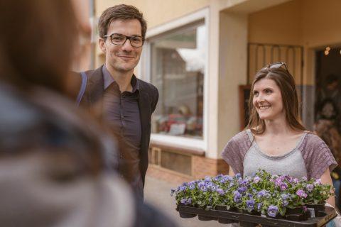 Mit Sissy Bräuer und den Hornveilchen lief der Tür zu Tür Wahlkampf beschwingt