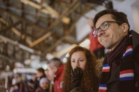 Mitfiebern in der Franz-Siegel-Halle beim Eishockeyspiel des EHC Freiburg