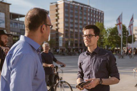 Das Interesse an der Oberbürgermeisterwahl ist in Freiburg groß und die Gespräche mit den Bürger*innen sehr spannend.