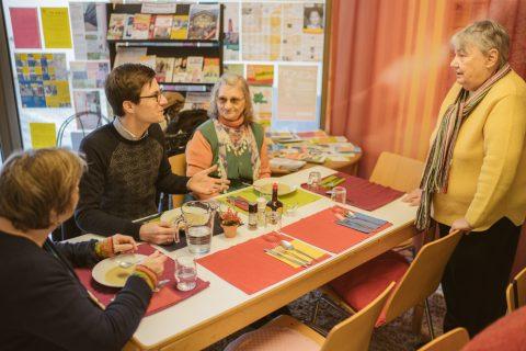 Mittagsessen im Quartiersbüro in der Merzhauserstraße