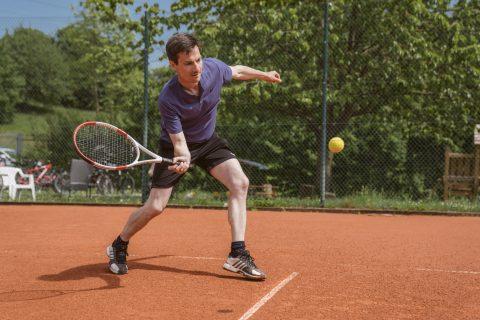 Breitensport darf nicht unter den Tisch fallen, sondern muss gefördert werden. Martin Horn spielt gerne Tennis, nicht besonders gut, aber mit viel Freude. Die Einladung zum Tennis Club Dietenbachpark e.V. nahm er gerne an.