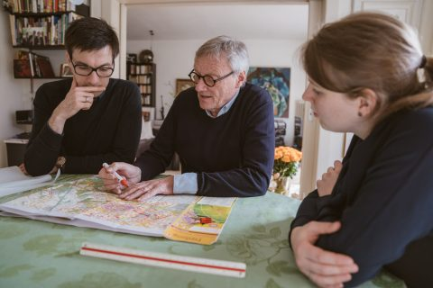 Prof. Dipl. Ing. Stadtplaner / Architekt, Wulf Daseking, ehemaliger Leiter des Stadtplanungsamtes der Stadt Freiburg, sprach mit mir und meiner Frau, ebenfalls Stadtplanerin und Architektin, über die Details der Freiburger Stadtentwicklung.