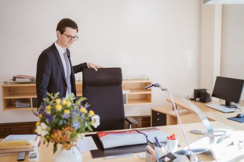 Das Oberbürgermeisterbüro wird bezogen. Erster Blick auf den Arbeitsplatz. | 2. Juli 2018
