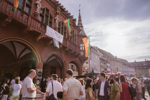 400 Sekte und Weine, 6 Tage, mehr als 100.000 Besucher*innen -  ein tolles, breites Angebot von Weingütern, Winzergenossenschaften und gastronomischen Betrieben der Region beim Freiburger Weinfest 2018 | 9. Juli 2018
