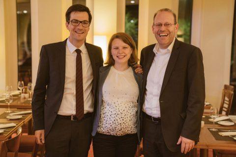 Bernd Vöhringer, Oberbürgermeister aus Sindelfingen, reiste extra für die Vorstellung der Kandidierenden in Freiburg an. Die Stimmung nach der Vorstellung war bei Martin Horn, Irina Horn und Bernd Vöhringer (v.l.n.r.) gut.