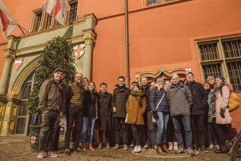 Einreichung der offiziellen OB-Bewerbung vor dem Freiburger Rathaus